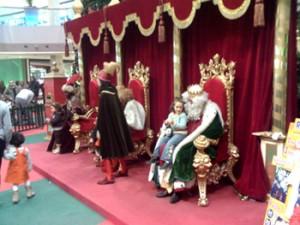 Los tres Reyes Magos en el centro comercial