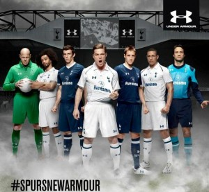 La alineación del Tottenham Hotspurs con sus uniformes de Under Armour