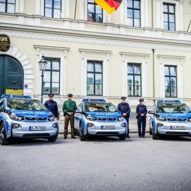 Patrullas de la Policía Italiana con coches BMW i3