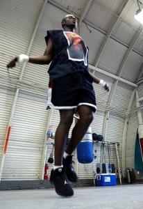 boxeador saltando la cuerda