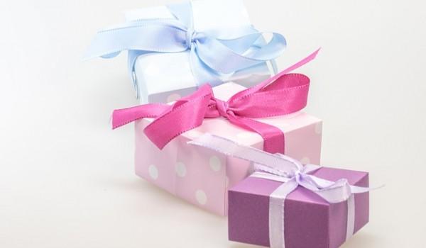 gift-548301_640