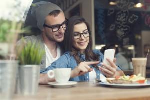 El mal uso que se le hace al Whatsapp puede generar tensión, celos, excesivo control y malas formas con tu pareja