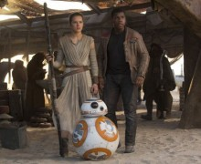 Finn, Rey y BB8 en 'Star Wars: El despertar de la fuerza' – foto: @cineenserio