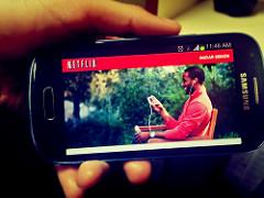 Ver Netflix en un smartphone