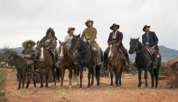 Adam Sandler y el elenco de The Ridiculous 6