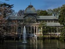 Palacio de Cristal y lago artificial