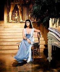 Elizabeth Taylor como Cleopatra en 1963