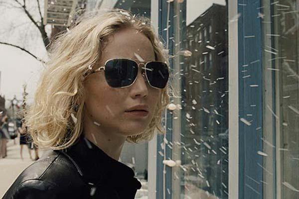 """Crítica de """"Joy"""", de David O. Russell, con Jennifer Lawrence y Bradley Cooper"""
