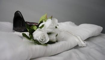 vestido de novia en la cama