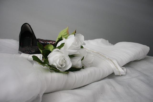 Cómo comprar un vestido de novia y no arruinarse en el intento