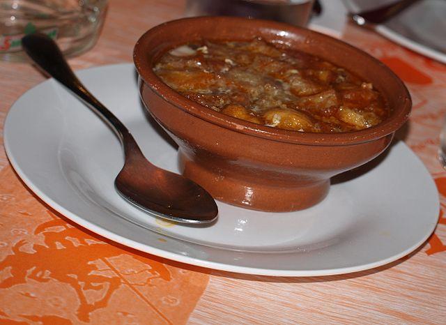 Sopa de ajos o castellana, recetas en Semana Santa