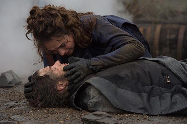 """Crítica de """"Orgullo + prejuicio + zombis"""", con Lily James, Lena Headey y Sam Riley"""