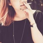 Cómo quitar las manchas de tabaco de los dedos y las uñas