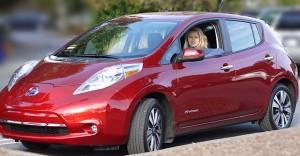 640px-2013_Red_Nissan_Leaf_SL