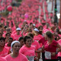 Mujeres corriendo. Imagen by KYMCO Moto España