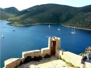 archipielago_de_cabrera_-_islas_baleares_-espana-_vista_de_la_bahia_del_puerto_desde_la_torre_del_castillo_-_panoramio