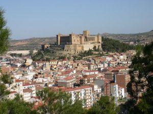 640px-vista_general_con_el_castillo_como_protagonista_-_alcaniz-copia