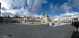 800px-panoramica_plaza_mayor_de_trujillo