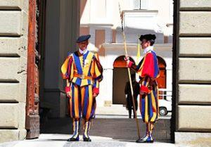 Cambio de Guardia en El Vaticano