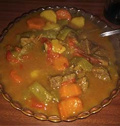 Receta de guiso de ternera, con cebolla, ajos, tomate, pimiento rojo, …