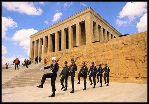 Mausoleo Ataturk, visitar cambios de guardia