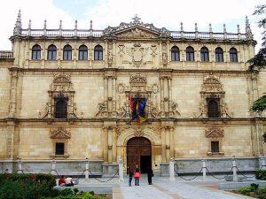 640px-Alcalá_de_Henares_-_Colegio_Mayor_de_San_Ildefonso_01