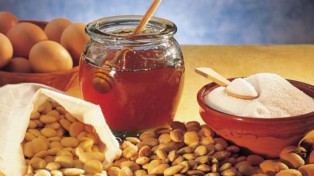 Miel y almendras, ingredientes del turrón navideño, fuentes de salud y belleza