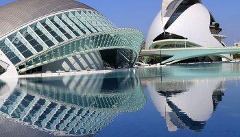 Reflejos_en_la_ciudad_de_las_artes_y_ciencias,_Valencia.