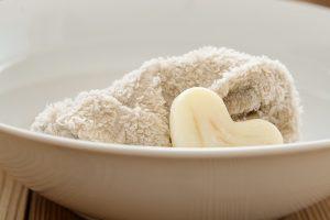 Jabón y toalla para rostro, image by Pixabay