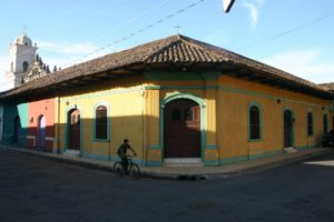 Calles con color granadino (Granada, Nicaragua)