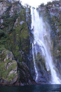 Salto de agua en Milford Sound