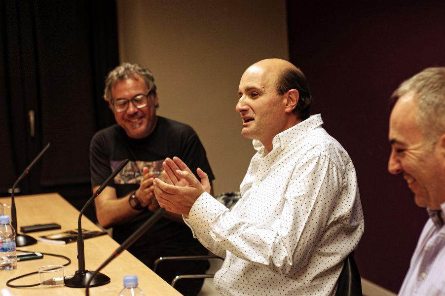 """J.D. Alonso Curiel en la presentación de su libro de relatos """"La noche del escaparate"""""""