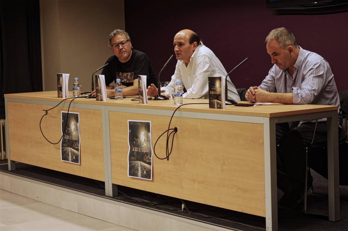 """Presentación de la novela """"La noche del escaparate"""" de Alonso Curiel"""