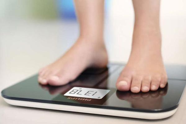 Consejos y recomendaciones para pesarse con una báscula que mida el porcentaje de grasa corporal