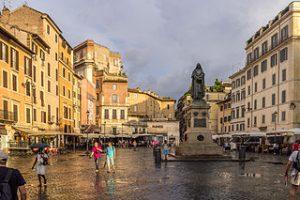 Junto al Trastevere son los barrios más pintorescos de Roma