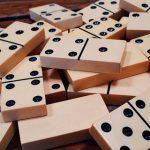 El dominó, un juego sencillo, entretenido y con grandes ventajas para los más pequeños