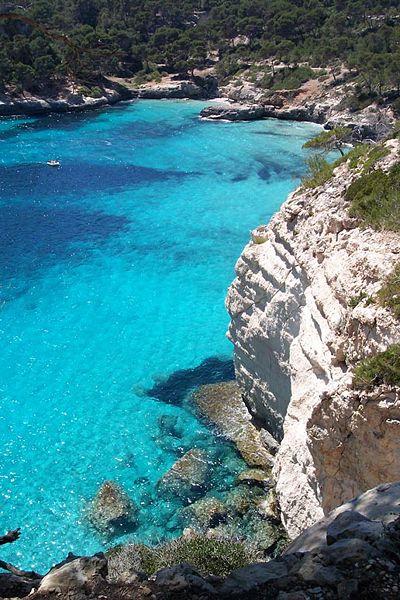 Cala Mitjana, una de las mejores calas de Menorca