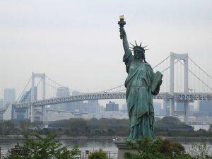 La estatua fue un regalo del pueblo frances al norteamericano.