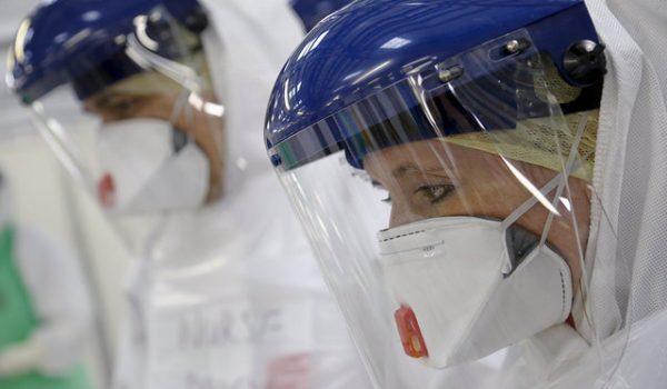 Médicos contra el ébola
