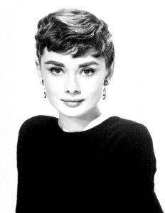 Audrey Hepburn y sus cejas gruesas y marcadas