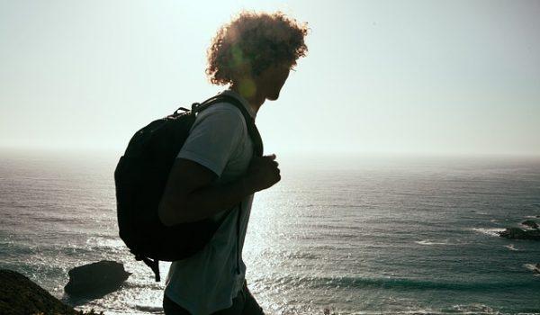 Viajar conectado con una mochila solar