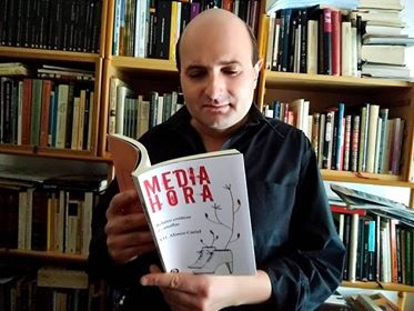"Crítica de ""Media Hora"", de J.D. Alonso Curiel: La vida filtrada a través del sexo y el humor"