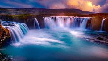 La más espectacular de las numerosas cataratas que hay en Islandia